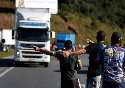 Caminhoneiros não aceitam novas medidas de Temer e dizem que greve continua