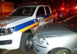 Homem com sintomas de embriaguez provoca acidente com viatura policial em São Gotardo