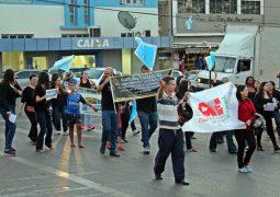 Professores da rede estadual realizam manifestação em São Gotardo contra atrasos de salários