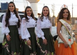 Candidatas a Rainha da Fenacen 2018 realizam carreata em São Gotardo