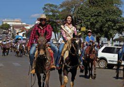 Parte da tradição da Festa, Cavalgada da Fenacen 2018 é realizada