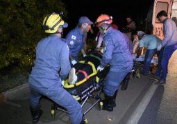 Três pessoas ficam gravemente feridas após se envolverem em acidente na BR-354