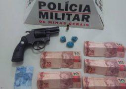 Após denúncia anônima, homem é preso com drogas e arma de fogo em São Gotardo