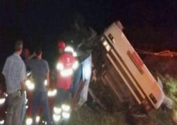Caminhão tomba na BR-262 em Campos Altos e acidente provoca a morte de uma pessoa