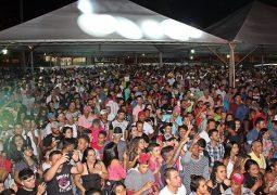 Praça São Sebastião fica lotada em festa de aniversário de São Gotardo