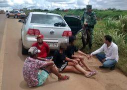 Operação conjunta da Polícia prende traficantes e apreende drogas que estavam em veículo com placas de São Gotardo