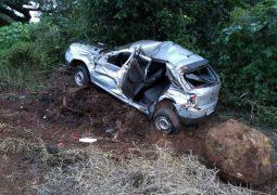 Carro é esmagado por caminhão descontrolado na MG-230 em Rio Paranaíba