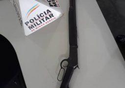 """Durante ocorrência de """"violência doméstica"""", arma de fogo de calibre restrito é apreendida em São Gotardo"""