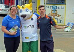 Em divulgação da 5ª Copa de Futebol do Alto Paranaíba, mascote Wiki faz a festa no Centro de São Gotardo