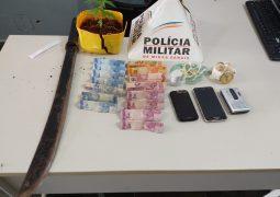 Crime triplo: Homem é preso pelos crimes de tráfico de drogas, corrupção de menores e porte ilegal de armas
