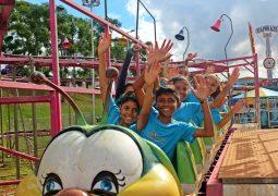 Crianças de instituições carentes de São Gotardo se divertem de graça em Corinto Center Park