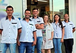 Com WhatsApp para clientes, Drogaria Santa Terezinha, a sua farmácia de plantão em São Gotardo