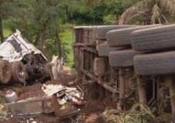 Caminhão que seguia de São Gotardo para o Maranhão capota e motorista morre, próximo a Uberlândia