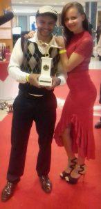 Elias e sua esposa após a premiação (Foto: Divulgação)
