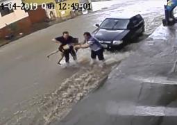 Impressionante: Criança cai em enxurrada e por muita sorte é salva em São Gotardo