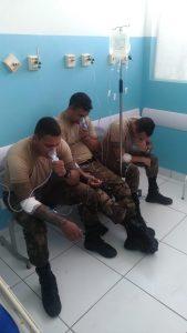Policiais também receberam atendimento médico (Foto: Cabo Moraes)