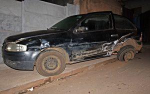 Veículo estacionado teve perca total (Foto: SG AGORA)
