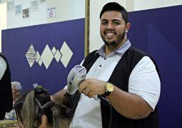 Do sonho de criança a realidade: Para deixar as pessoas mais belas e felizes, cabeleireiro abre espaço de beleza em São Gotardo