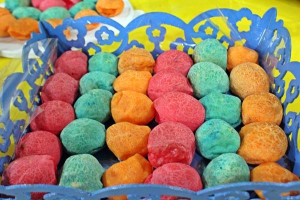 Pães de queijo coloridos chamaram a atenção (Foto: SG AGORA)