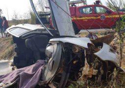 Acidente com ciclistas, carreta e carro deixa dois mortos na BR-365