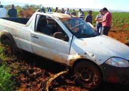 Condutor morre e outra pessoa fica ferida após veículo capotar na MG-230