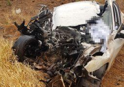 Grave acidente na LMG-782 entre carro e carreta faz três vítimas fatais