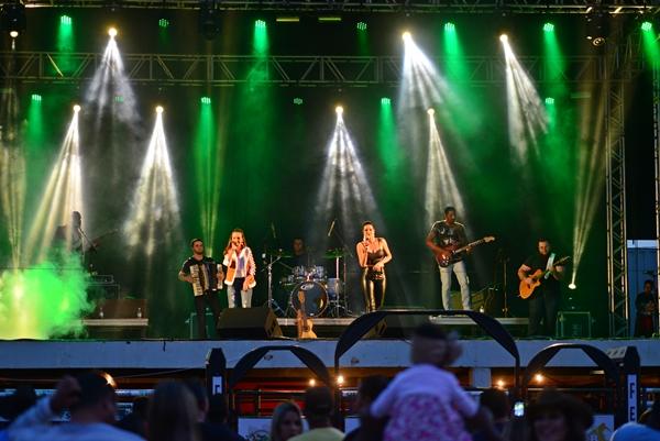 Dupla sertaneja cantou no palco da FENACEN 2018 (Foto: SG AGORA)