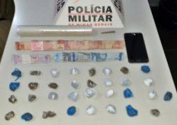 Após denúncia anônima, jovem de 19 anos é preso suspeito de tráfico de drogas em São Gotardo