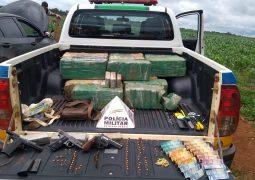 Após perseguição, Polícia Militar localiza 250 Kg de Maconha e várias armas em veículo no município de Tiros