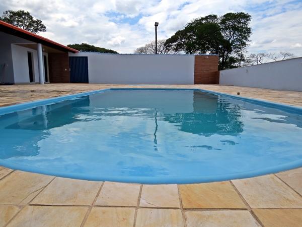 Sítio Céu Azul conta com duas piscinas aquecidas e iluminadas (Foto: SG AGORA)