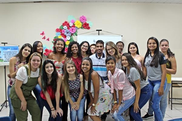 Alunas e aluno do quarto período de Pedagogia (Foto: SG AGORA)