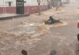 Temporal causa momentos de tensão para moradores de Patos de Minas