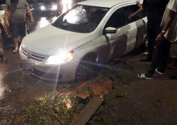 Em menos de 20 minutos, dois acidentes são registrados em buraco de Avenida em São Gotardo