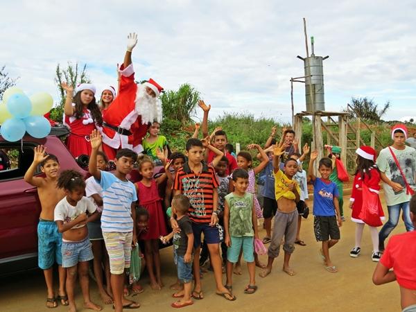 Crianças de Guarda dos Ferreiros aproveitaram a visita do Papai Noel (Foto: SG AGORA)