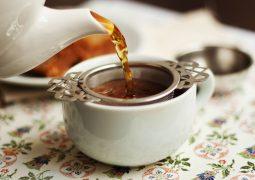 Será? Beber chá 3 vezes por semana reduz em 56% os riscos de doença cardíaca e derrames fatais, indica pesquisa