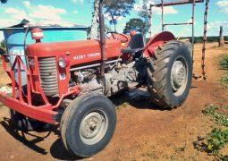 Trator é furtado em fazenda no município de São Gotardo