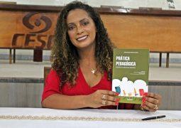 Vice-Reitora do CESG, Denise Abadia, lança livro em São Gotardo