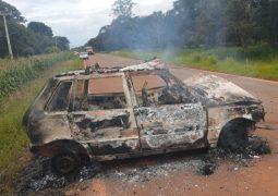Acidente em rodovia entre as cidades de Tiros e Matutina termina em confusão e veículo é incendiado