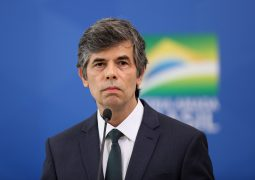 Menos de um mês: Teich deixa o Ministério da Saúde