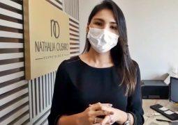 Com o uso obrigatório de máscaras em São Gotardo, confira as dicas da médica Dra. Nathalia Oushiro sobre como usar corretamente a proteção facial contra o Covid-19
