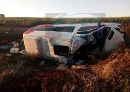 Mulher morre em grave acidente com van de Patos de Minas que levava pacientes com câncer para Barretos