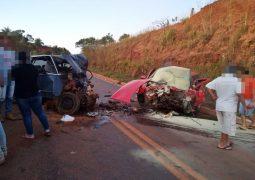 Três pessoas morrem em grave acidente na MGC-352 em Tiros-MG