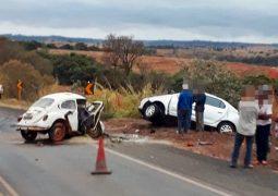 ATUALIZADA: Três pessoas morrem em grave acidente envolvendo veículos de passeio na BR-354 em São Gotardo