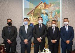 Presidente do TJMG se reúne com juízes de São Gotardo
