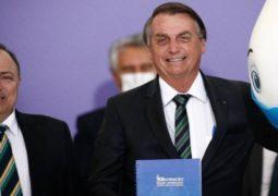 Antes rejeitadas, a vacina da Pfizer e a CoronaVac são as principais esperanças para o início da imunização no Brasil