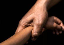 Criança de 08 anos é abusada sexualmente e suspeito é espancado por padrasto em Tiros