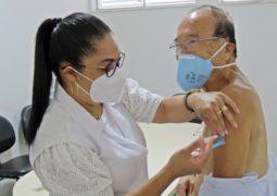 Médico Dr. Jorge é primeira pessoa vacinada contra o Covid-19 em São Gotardo