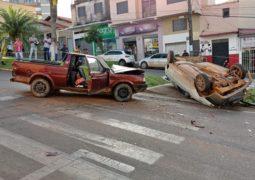 Grave acidente envolvendo pelo menos 5 veículos é registrado em São Gotardo