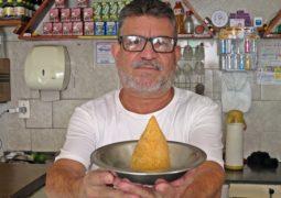 Com a melhor Coxinha da cidade, Lanchonete do Edson completa 16 anos em São Gotardo