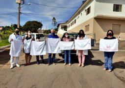 Rotarianas do Rotary Club São Gotardo realizam a doação de toalhas e utensílios de higiene para o Lar do Idoso